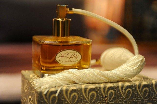 Parfum Lokal yang Wanginya Tahan Lama Untuk Pria dan Wanita