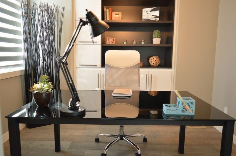 Tips Membuat Meja Kantor Nyaman