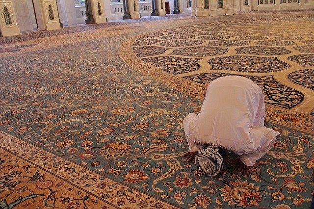 Cara Mencuci Karpet Masjid Dengan Tetap Menjaga Kesuciannya